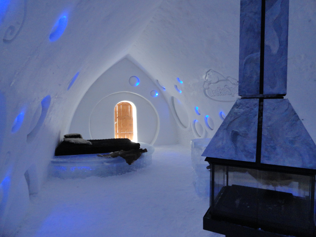 the only ice hotel in north america h tel de glace. Black Bedroom Furniture Sets. Home Design Ideas